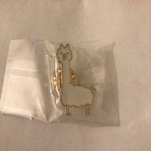 Jewelry - Llama pin